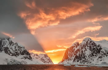 Canon Collective joins Aurora Expeditions in Antarctica for Ultimate Photography Event